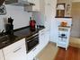 moderne offene Küche mit Essplatz für 5 Personen